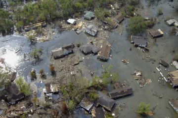 Hurricane Checklist: 10 Must-Dos and Must-Haves for the Storm Season