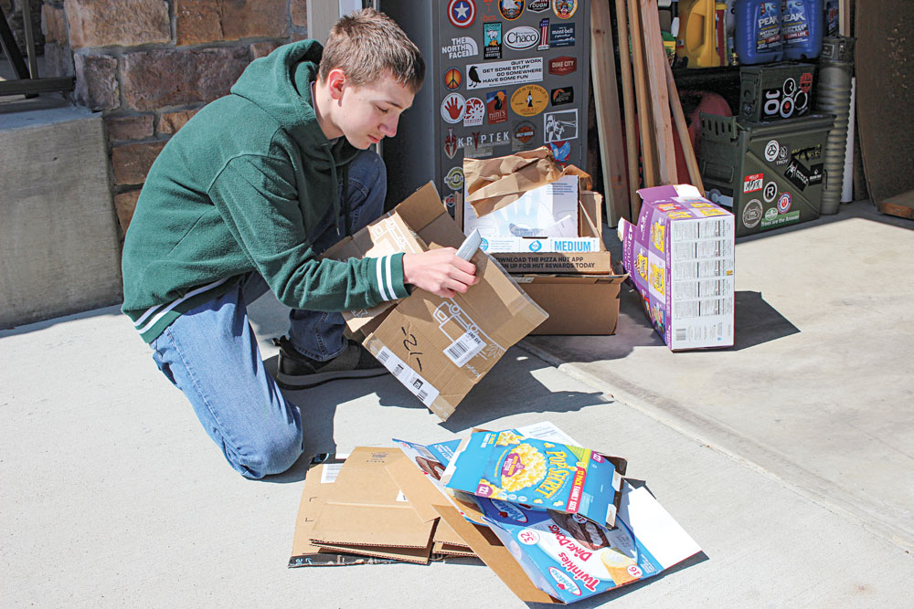 he amount of boxes the family received pushed its recycling efforts to the max, and box-breaking details were arranged.