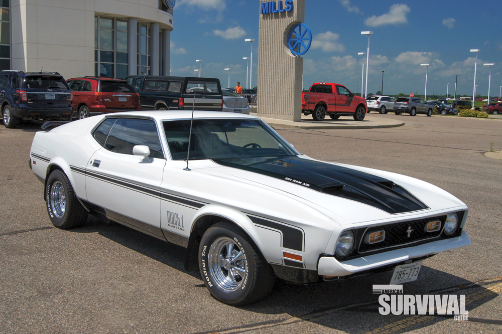 1972 Ford Mustang Mach 1 with the optional 429 Super Cobra Jet V8